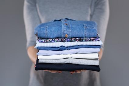Hvordan lægger man skjorte sammen